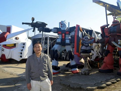 Japanese Barber Creates Giant Gundam Statues in Backyard